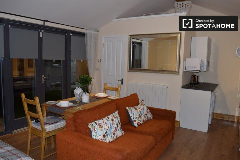 Stylish studio apartment for rent in Ballycullen, Dublin
