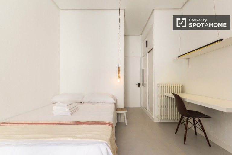 Double Bed in En-suite rooms in a fantastic residence hall in Chueca, all utilities and gym membership included