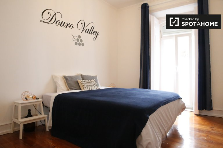 Przestronny pokój w 6-pokojowym apartamencie w Alcântara, Lizbona
