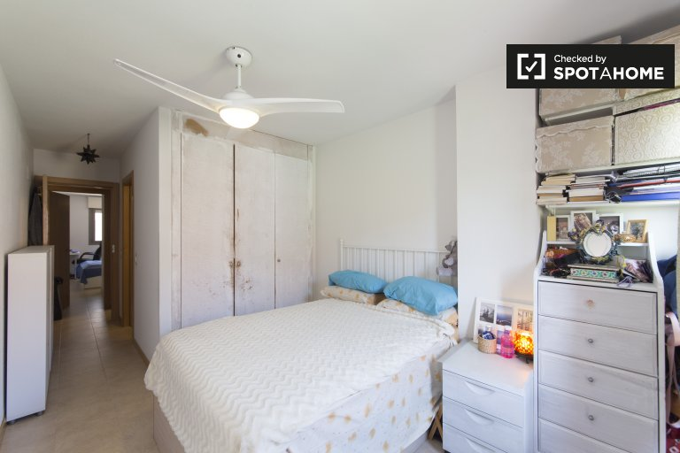 Large room in 3-bedroom apartment in Alcorcón, Madrid