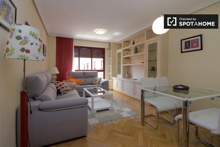 Klassische 3-Zimmer-Wohnung zur Miete in Retiro, Madrid