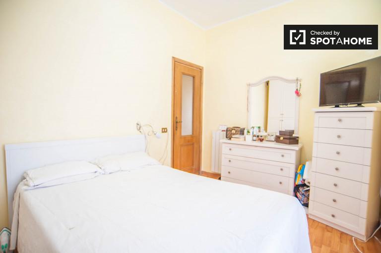 Umeblowany pokój w apartamencie w Monte Mario, Rzym