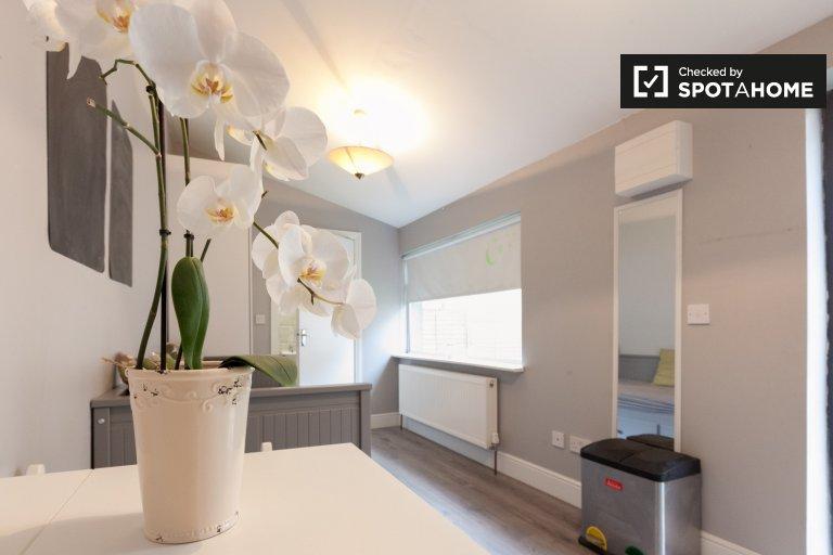 Beautiful studio apartment for rent in Donaghmede, Dublin.