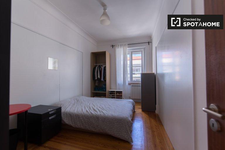 Habitación doble en alquiler, apartamento de 6 habitaciones, Areeiro