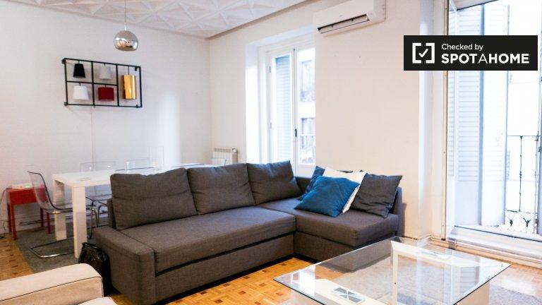 Apartamento espaçoso com 4 quartos para alugar em Chueca, Madrid