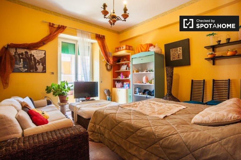 Large bedroom for rent in 2-bedroom apartment in Rome