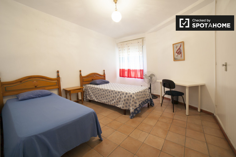 Single Bed in Rooms for rent in central 3-bedroom apartment in Sevilla Centro