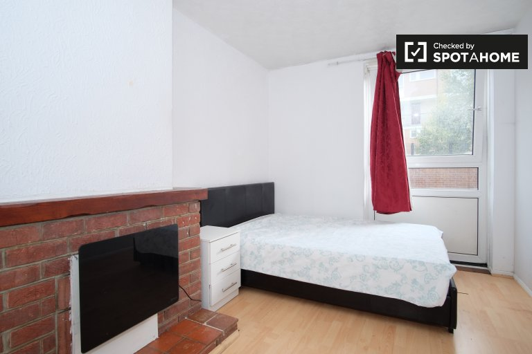 Room for rent in 5-bedroom apartment, Tower Hamlets, London