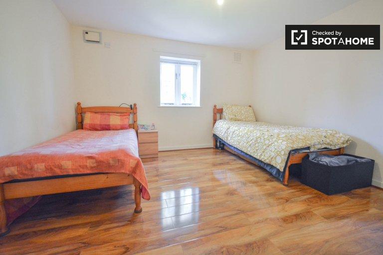 Modern 2 yatak odalı dairede kiralık oda