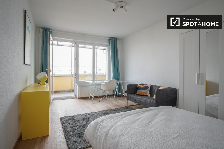 Room with balcony, 4-bedroom apartment in Treptow-Köpenick