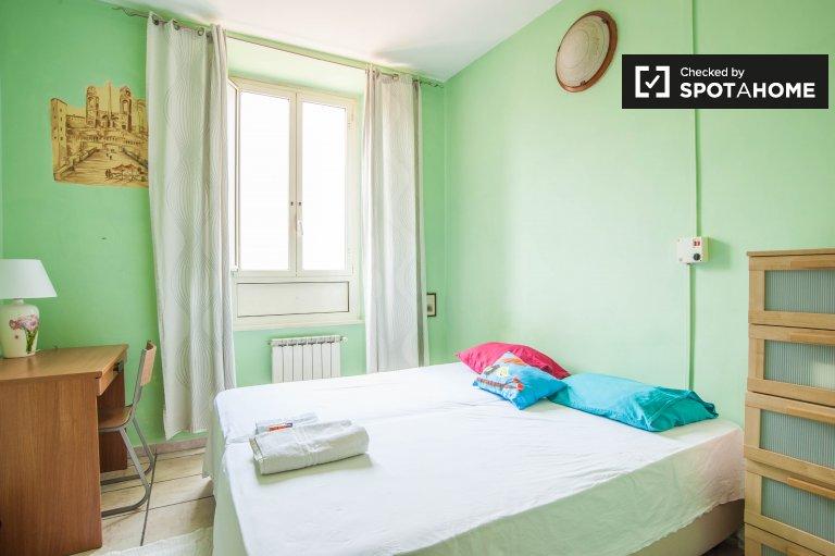 Camera arredata in appartamento a Termini, Roma