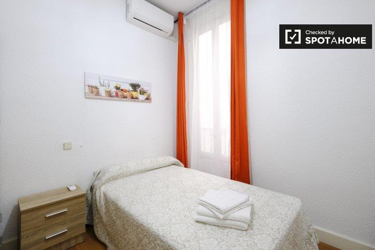Chambre à louer dans un appartement de 5 chambres à Lavapiés, Madrid