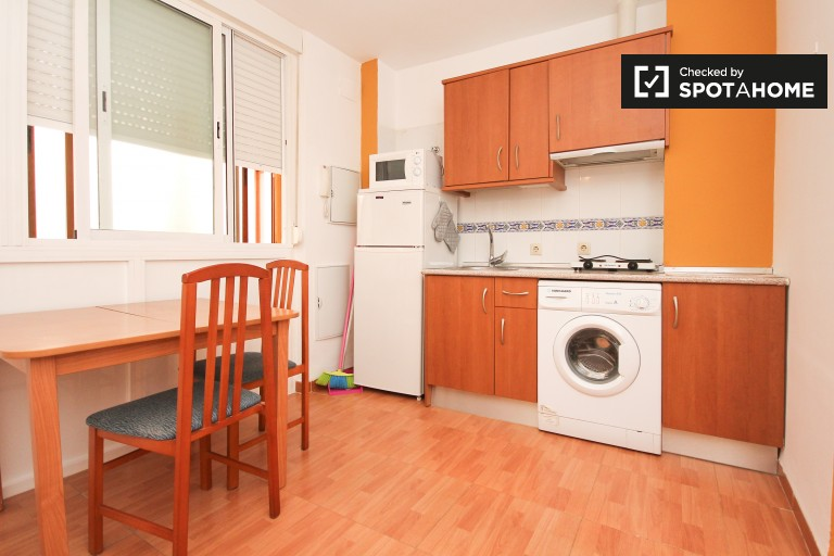 Bright 30 m2 studio apartment for rent in Granada City Center