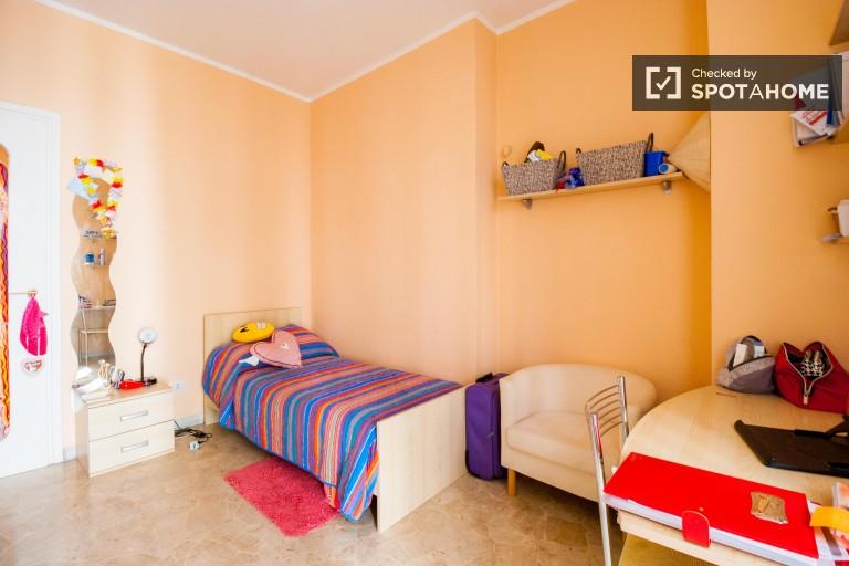 Camera da letto 3 con letto singolo e balcone