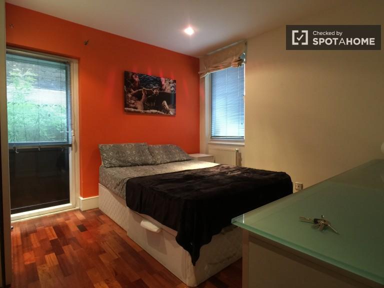 Bedroom 1- double bed