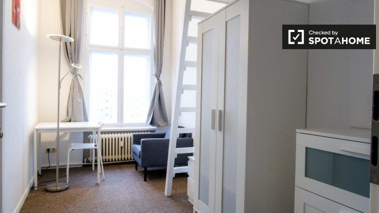 Comfy room for rent in 4-bedroom apartment, Mitte, Berlin