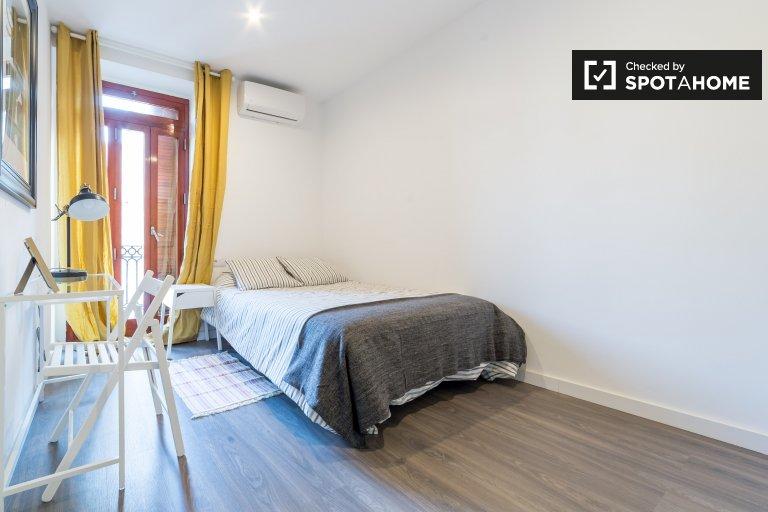 Chambre à louer dans un appartement de 3 lits à Ciutat Vella, Valence
