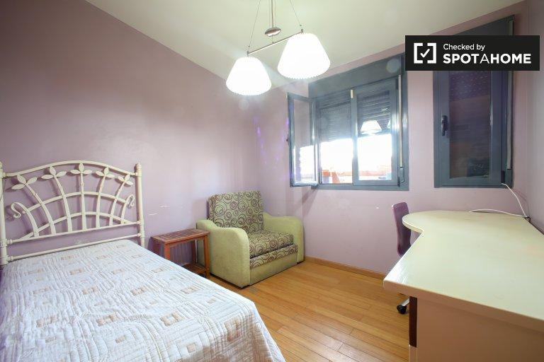 Joyeuse chambre à louer dans un appartement de 3 chambres à L'Eixample
