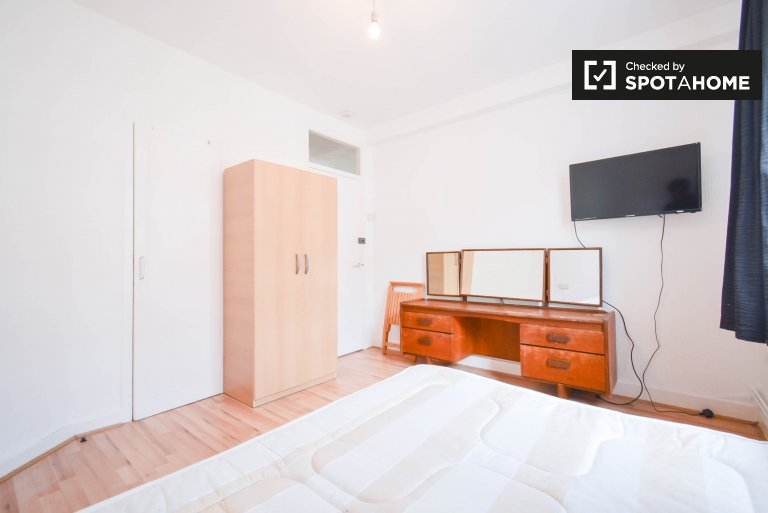 Przytulny pokój do wynajęcia w mieszkaniu z 5 sypialniami w Hackney w Londynie