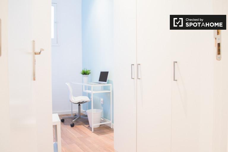 Timeless room in 3-bedroom apartment in Lavapiés, Madrid