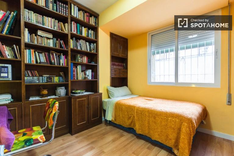 Chambre meublée dans un appartement partagé à Guindalera, Madrid