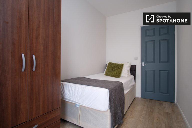 4 odalı flatshare'de kiralık oda, Poplar, Londra