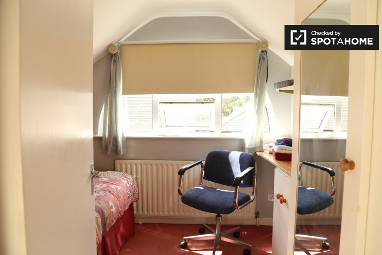 Single Bed in Rooms for rent in furnished 5-bedroom house in Dartry