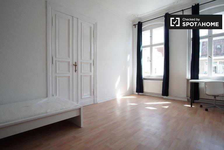 Pokoje do wynajęcia w 6-pokojowym mieszkaniu w Moabit, Berlin