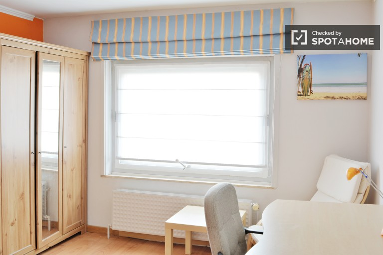 Chambre intime dans un appartement à Saint-Stevens-Woluwe, Bruxelles
