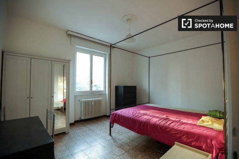 Spacious room in 2-bedroom apartment in Comasina, Milan