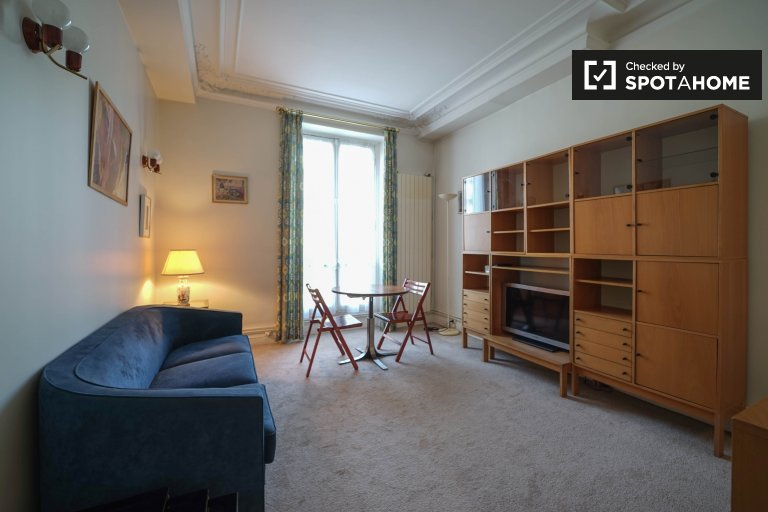Spacious 2-bedroom apartment for rent in Paris 17