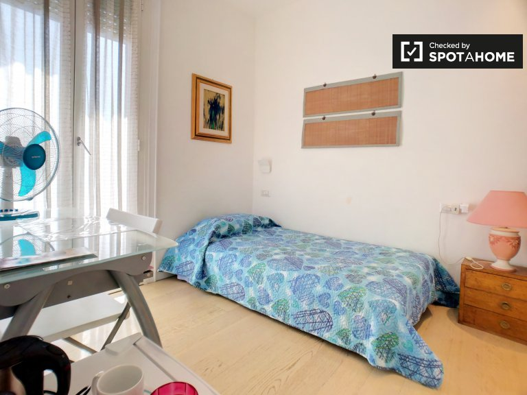 Tidy room for rent in 3-bedroom apartment in Sempione, Milan