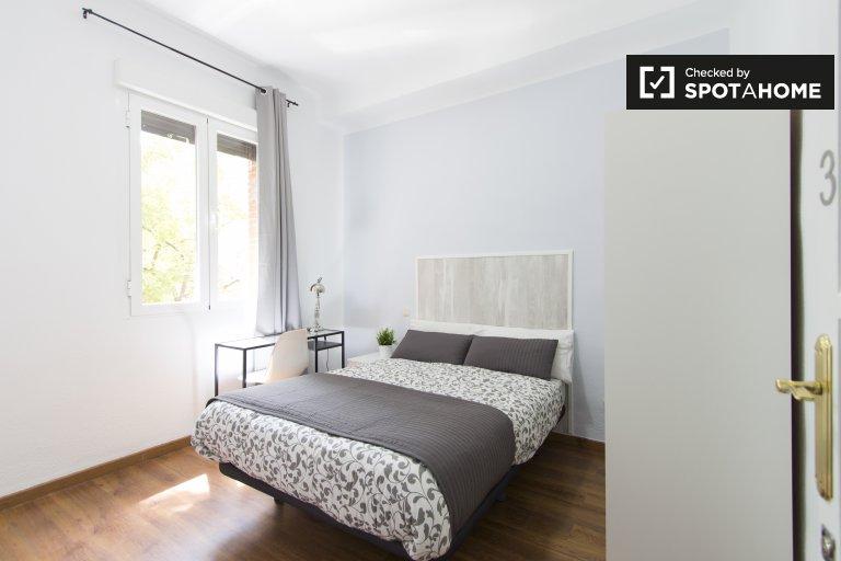 Bright room in 3-bedroom apartment in Atocha, Madrid