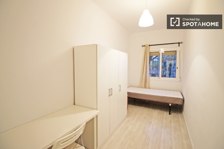 Zen room in 2-bedroom apartment, Sant Andreu, Barcelona