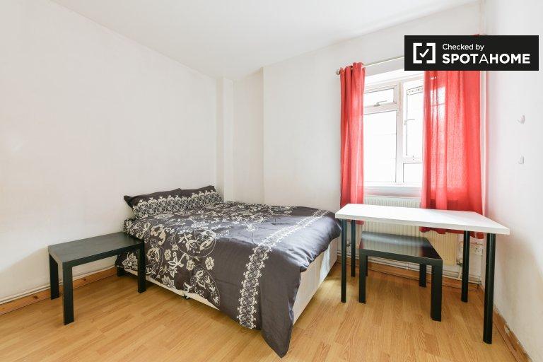 Whitechapel, Londra'da 2 yatak odalı dairede kiralık oda