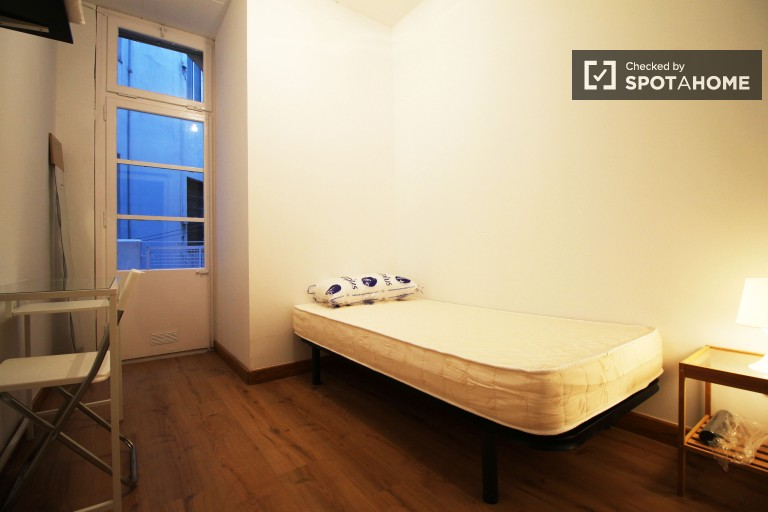Bedroom 1 - Single bed, interior balcony