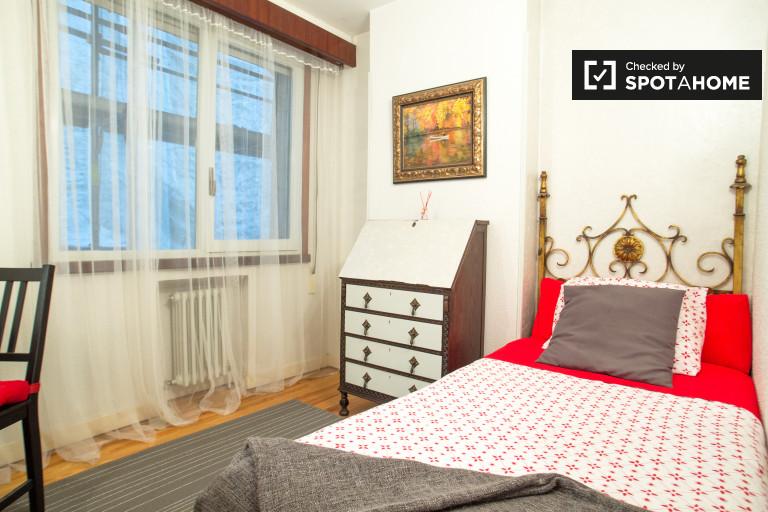 Cozy room in 4-bedroom apartment in Indautxu, Bilbao