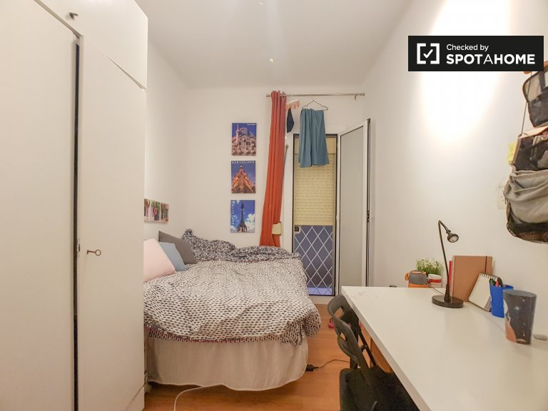 Room in 4-bedroom apartment in Les Corts, Barcelona