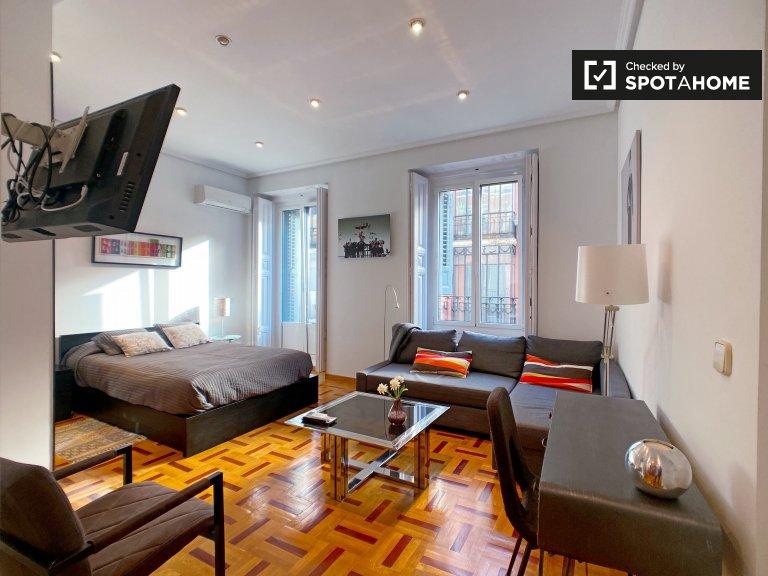 Helle Studio-Wohnung zur Miete in Chueca, Madrid