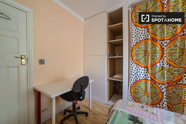 Gemütliches Zimmer in einer 5-Zimmer-Wohnung in Brent Cross, London