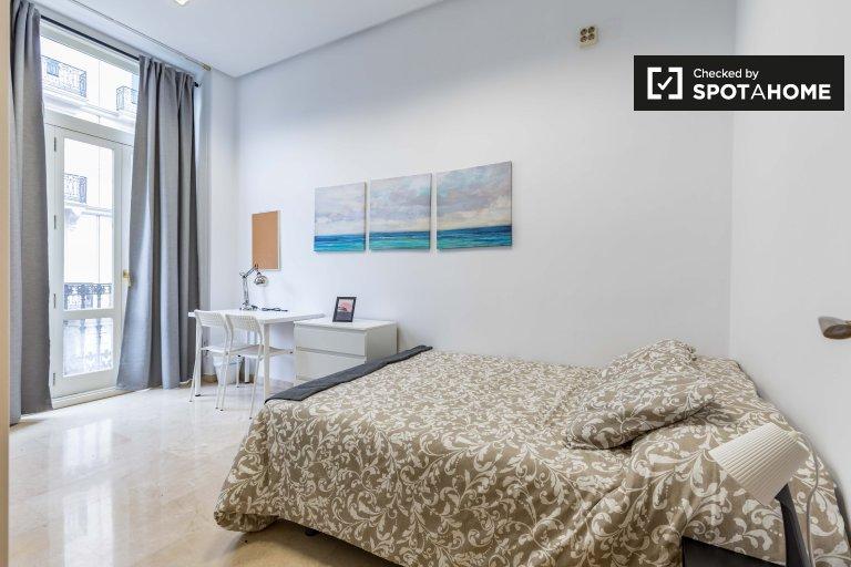 Quarto ensolarado em apartamento de 7 quartos Ciutat Vella, Valência