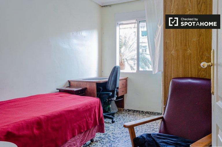 Quarto de solteiro para alugar, apartamento de 3 quartos, Algirós, Valência