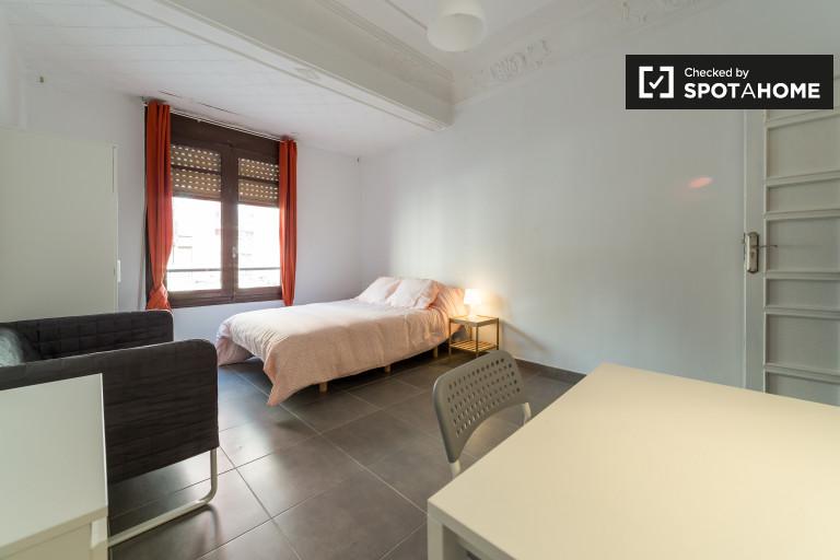 Duży pokój w 5-pokojowym mieszkaniu w Eixampl, Valencia
