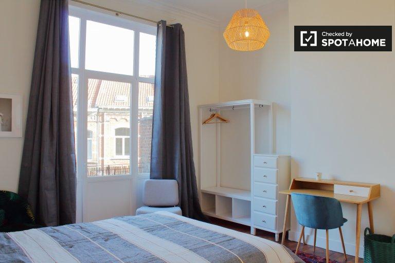 Habitación en residencia de 8 dormitorios en el barrio europeo.