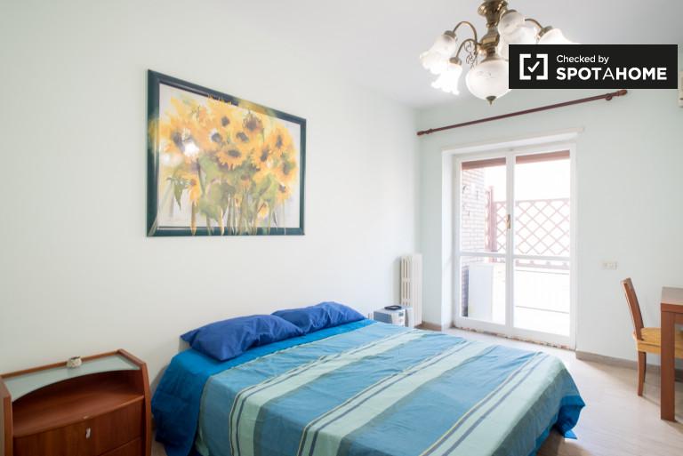 Chambre fantastique avec AC dans un appartement à Garbatella, Rome