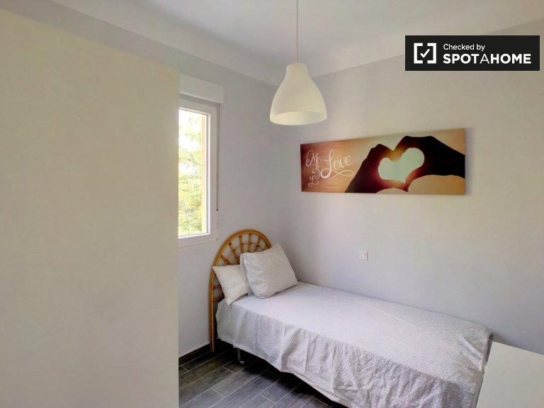 Przytulny pokój do wynajęcia w 3-pokojowym mieszkaniu w Usera w Madrycie