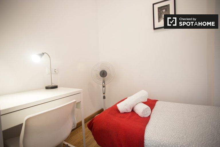 Zimmer zur Miete in 4-Zimmer-Wohnung in Eixample Dreta