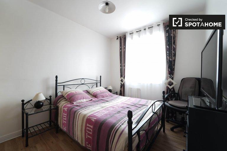 Huge room in 2-bedroom apartment in Gennevilliers, Paris