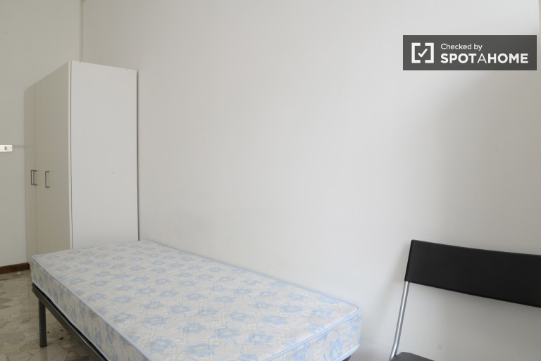 Single Bed in Rooms for males in a 3 bedroom apartment in charming Navigli