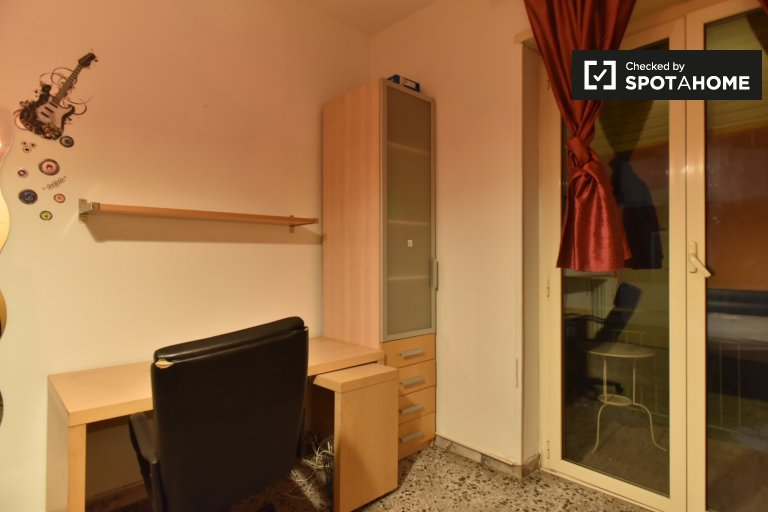 Double Bed in Rooms for rent in furnished 5-bedroom apartment in Appio Latino